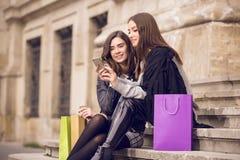 Twee mannequins het winkelen Stock Afbeeldingen