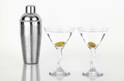 Twee martini met roestvrij staalschudbeker Stock Foto