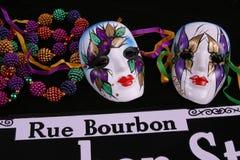 Twee Maskers, Parels en Rue Bourbon Stock Afbeeldingen
