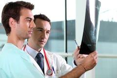 Twee medische collega's royalty-vrije stock fotografie