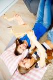 Twee meisjes die boeken lezen Royalty-vrije Stock Foto