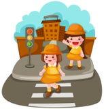 Twee meisjes die de straat kruisen Stock Afbeeldingen