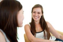 Twee meisjes het spreken. Stock Foto's