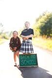 Twee meisjes klaar terug naar school Stock Foto