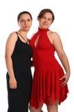 Twee meisjes in kleding het stellen Stock Afbeeldingen