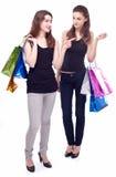 Twee meisjes met hun aankopen. Stock Afbeelding