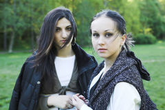 Twee meisjes in park stock afbeelding