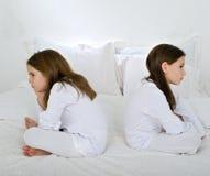 Twee meisjes in ruzie Stock Foto's