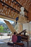 Twee mensen die een impro op de stadhuispiano spelen Stock Afbeelding