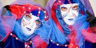 Twee mensen in maskers in Venetië Carnaval Stock Afbeelding