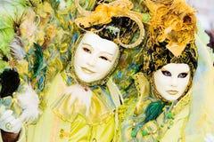 Twee mensen in maskers in Venetië Carnaval Stock Foto