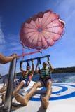 Twee mensen parachuteren Royalty-vrije Stock Fotografie