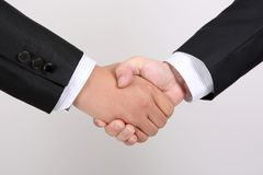 Twee mensen schudden handen Stock Foto