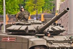 Twee militairen in een Russische tank Royalty-vrije Stock Foto's
