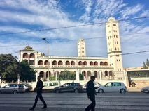 Twee minarettenmoskee bij de straat van boulevardladlani Amar van Algiers Algerije De moskee wordt gevestigd in een voorstaddeel  Stock Afbeelding