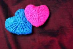 Twee minnaarshart Verbonden door liefde stock foto