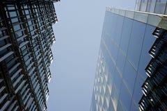 Twee moderne bedrijfsgebouwen Royalty-vrije Stock Fotografie