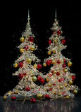 Twee moderne zilveren Kerstbomen Stock Afbeelding