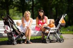 Twee moeders Royalty-vrije Stock Foto