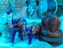 Twee mooie blauwe olifanten met het model van het elephantastandbeeld Royalty-vrije Stock Fotografie