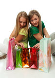 Twee mooie meisjes met pakketten Stock Foto's