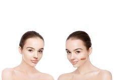 Twee mooie modellen met natuurlijke schoonheidsmake-up stock foto