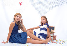 Twee mooie tienermeisjes Stock Afbeelding
