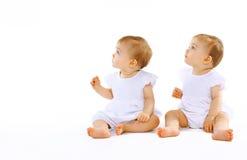 Twee mooie tweelingenbaby Royalty-vrije Stock Afbeelding