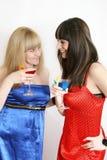 Twee mooie vrienden met cocktail Stock Foto's