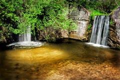 Twee natuurlijke watervallen Stock Foto's