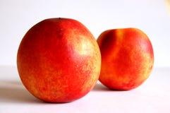 Twee nectarines royalty-vrije stock foto's