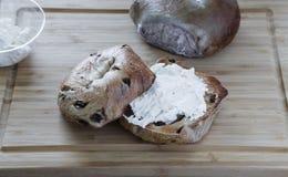 Twee Ongezuurde broodjes en Roomkaas stock fotografie