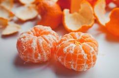 Twee oranje mandarijnen Stock Afbeeldingen