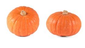 Twee oranje pompoenen op een witte achtergrond Stock Fotografie