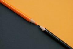 Twee oranje potloden Stock Afbeeldingen
