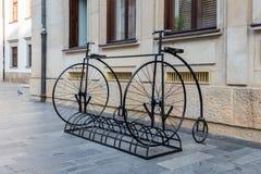 Twee oud fietsenrek van het tijd groot wiel royalty-vrije stock foto's