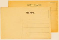 Twee oude briefkaarten voor het plaatsen van berichten en adressen achtereind Gerimpelde (document) textuur Met plaats uw tekst,  Royalty-vrije Stock Afbeelding