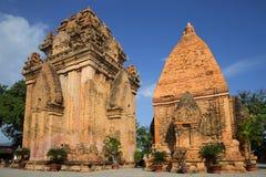 Twee oude Cham-torens, tempel complex van po Nagar Nha Trang Royalty-vrije Stock Foto's