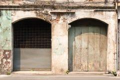 Twee oude en doorstane deuren Stock Afbeeldingen