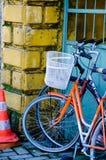 Twee oude fietsen stock fotografie
