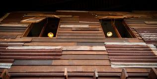 Twee oude houten vensters. Zijn open. Royalty-vrije Stock Afbeelding