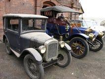 Twee oude uitstekende auto's Royalty-vrije Stock Foto's