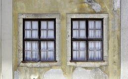 Twee oude vensters Royalty-vrije Stock Afbeeldingen