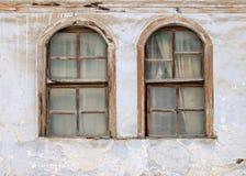 Twee oude vensters royalty-vrije stock afbeelding