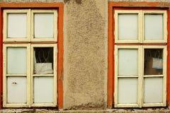 Twee oude vensters Stock Foto's