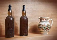 Twee oude wijnflessen Royalty-vrije Stock Afbeeldingen