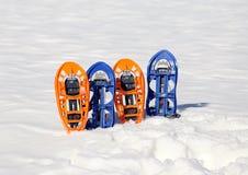 Twee paar moderne sneeuwschoenen Stock Fotografie