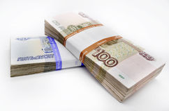 Twee pakken van 100 stukkenbankbiljetten 100 honderd vijftig roebels en 50 roebelsbankbiljetten van Bank van Rusland Stock Fotografie