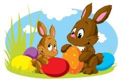 Twee Pasen konijnen met eieren Royalty-vrije Stock Foto's