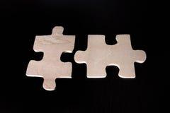 Twee passende houten raadselstukken Royalty-vrije Stock Fotografie